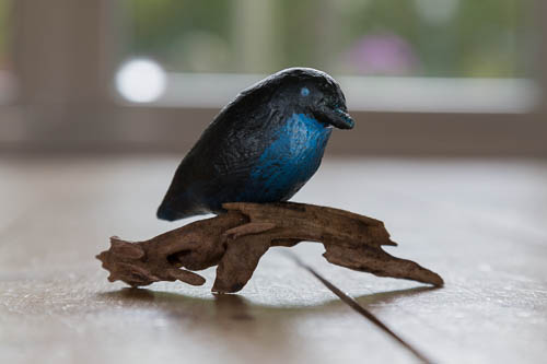 Blauw vogeltje op tak - 2013 * Keramiek - 5 cm